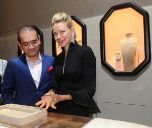 Nirav-Modi-showing-jewels-to-Naomi-Watts