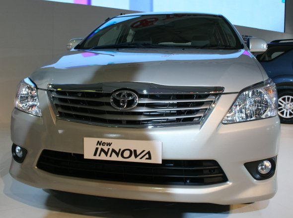 Toyota_New_Innova_by_Blog_Guru